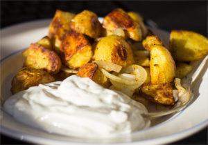 Запеченный молодой картофель с майонезом или сметаной